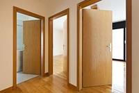 Установка межкомнатных дверей class=