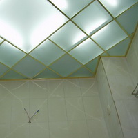 Потолок из матовых пескоструйных стёкол 300х300мм